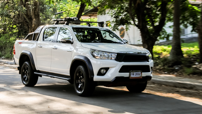 Toyota Hilux 2 8 G 4x4 Mt Trd Review Specs Features
