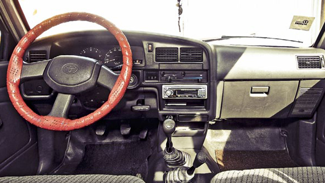 1988-1998 Toyota Hilux: Review, Price, Photos, Features, Specs