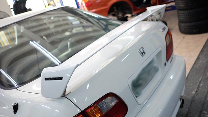 This 2000 Honda Civic SiR is being sold online for P2 45 million