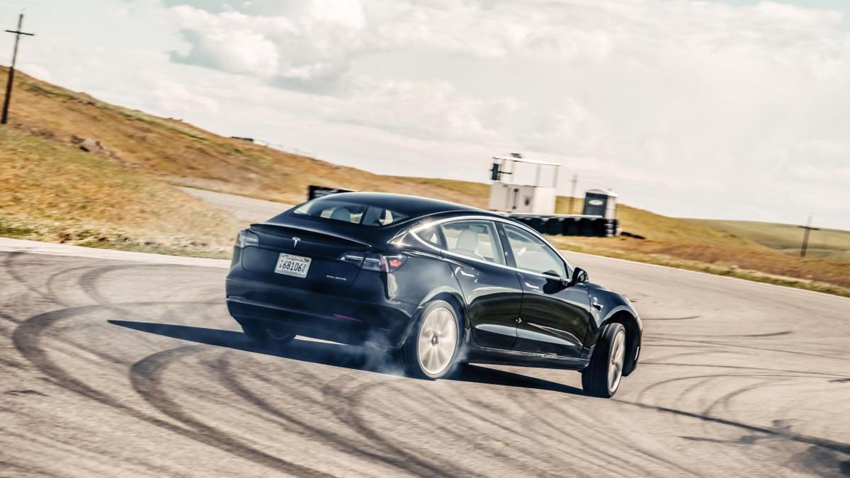 2019 Tesla Model 3, BMW M3: Comparison, Specs, Features