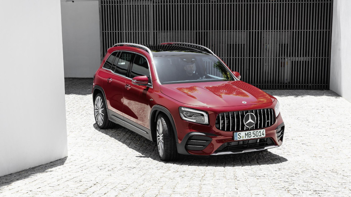 Mercedes-AMG GLB 35 - Front View Angle