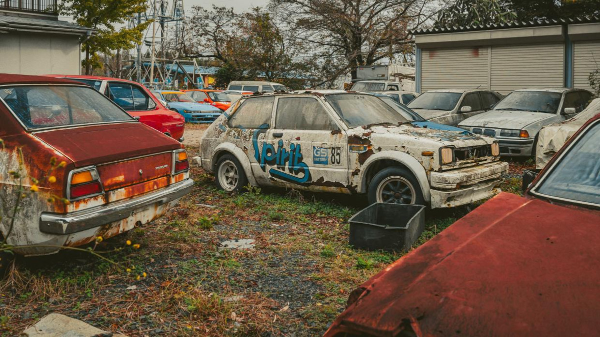 Gallery: Car graveyard in Japan