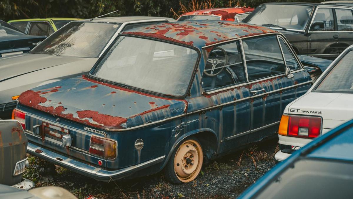 Gallery: Car graveyard in Japan