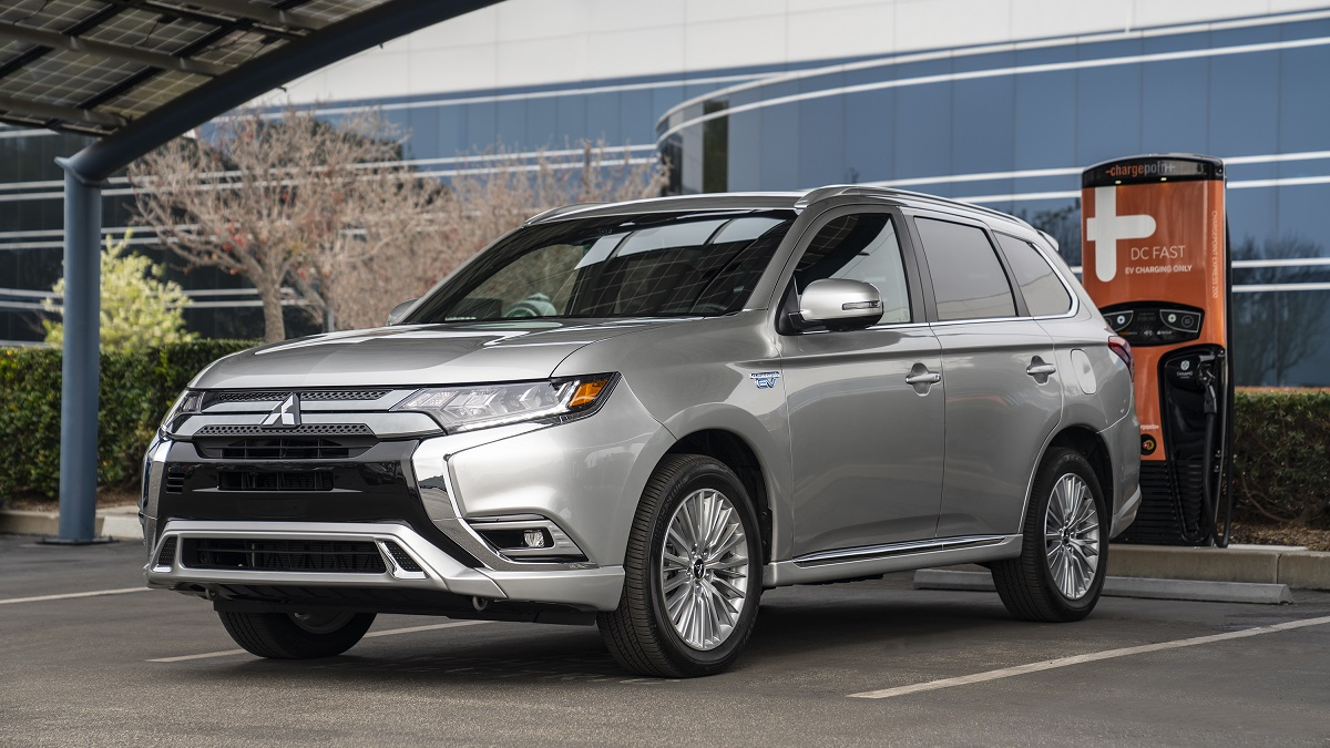 the nextgeneration mitsubishi outlander will debut in