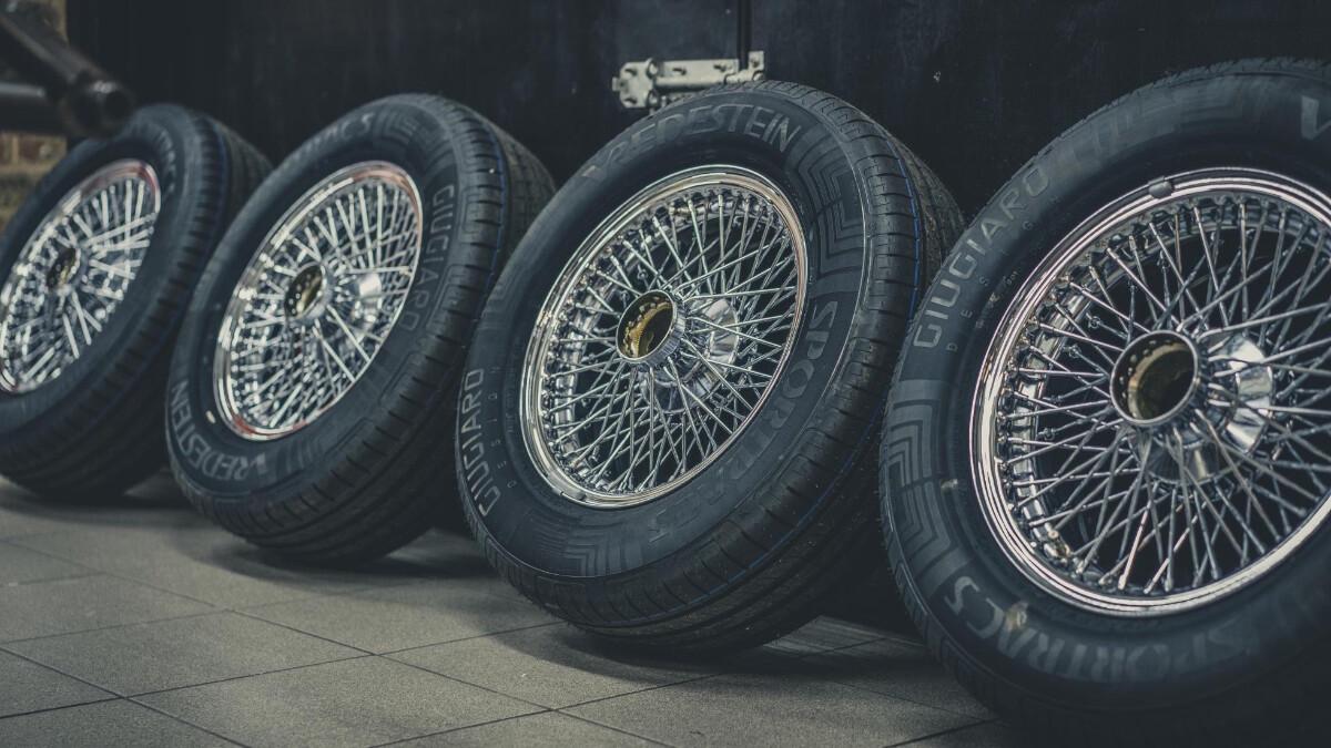 The  Eagle Headquarters - Jaguar E-Type Tires