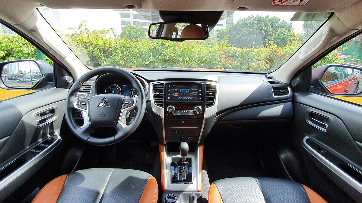 Mitsubishi Strada Athlete - Interior: Dashboard