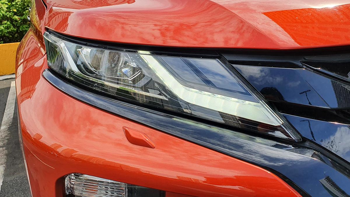 Mitsubishi Strada Athlete - Head Lamp Detail