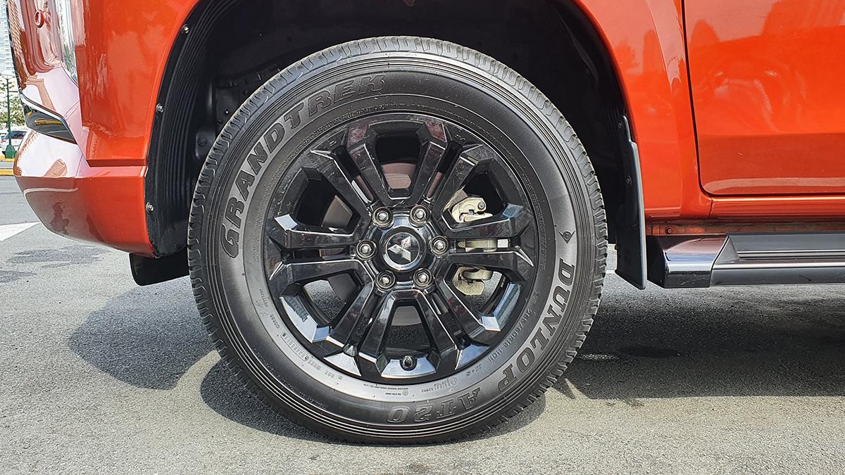 Mitsubishi Strada Athlete - Tire Detail