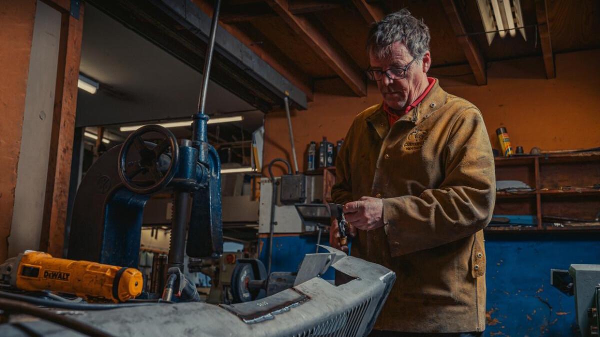 An Alvis worker