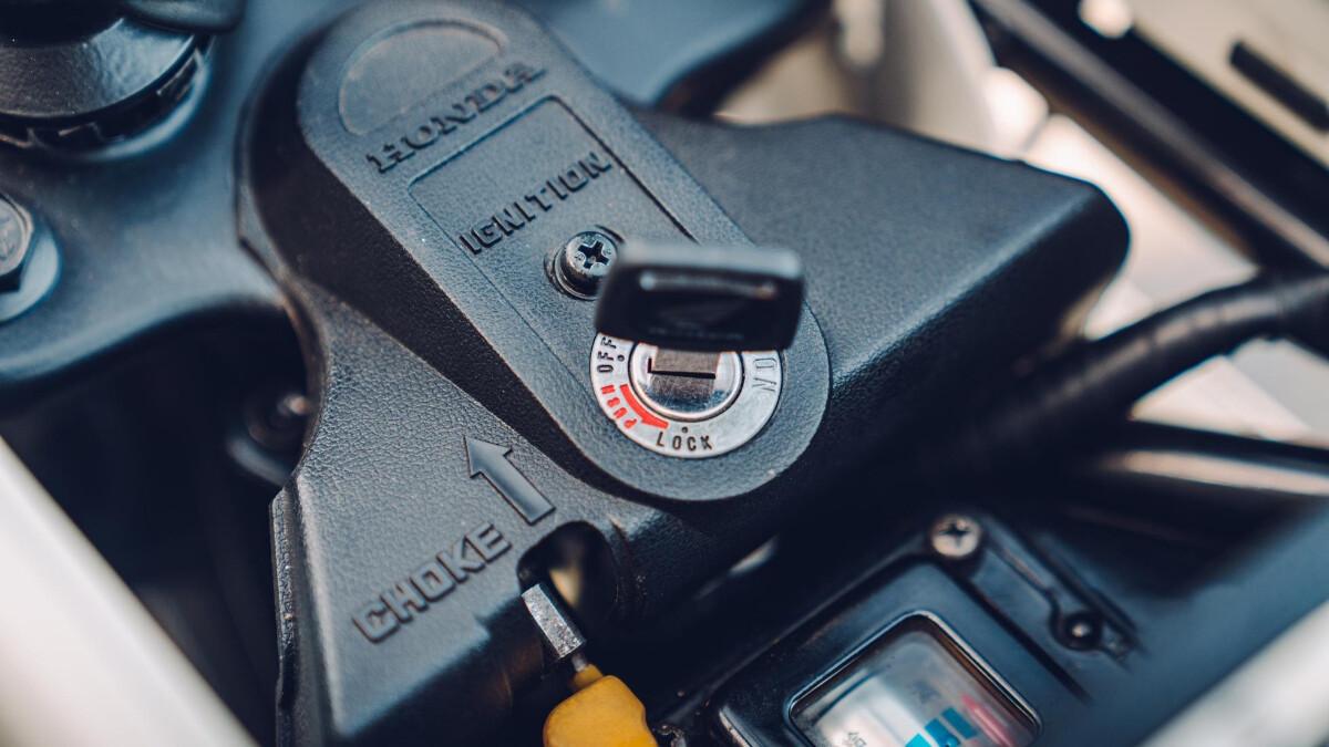 The Honda Motocompo Ignition and Choke Controls