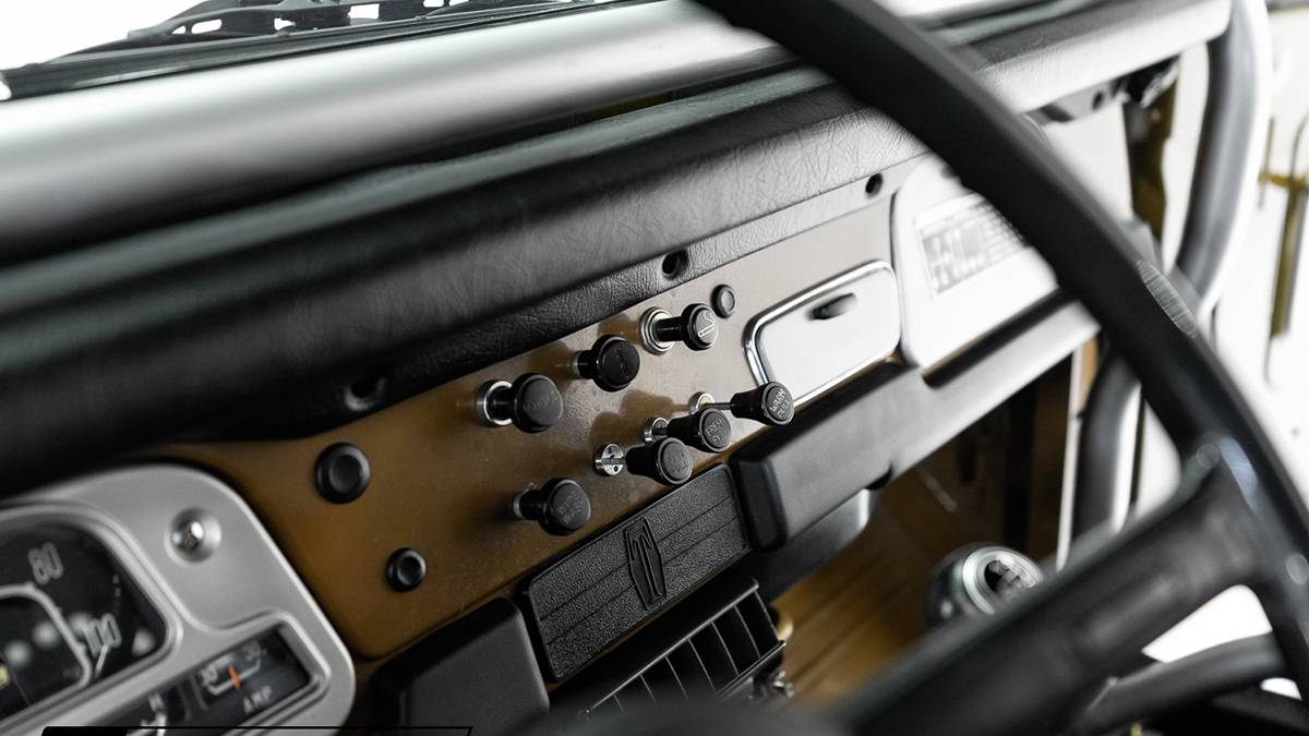 A Restored Toyota FJ40 - Dashboard