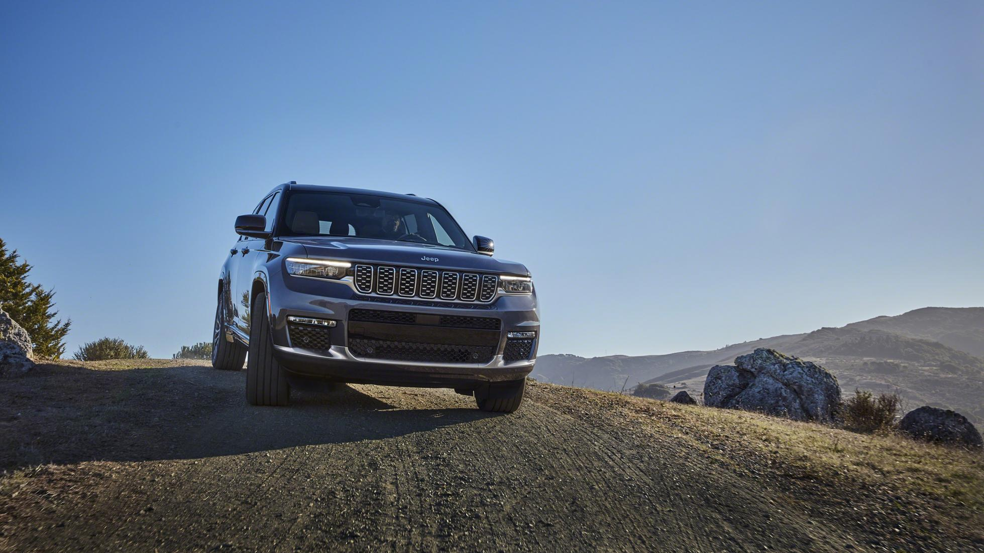 The Jeep Grand Cherokee L front detail