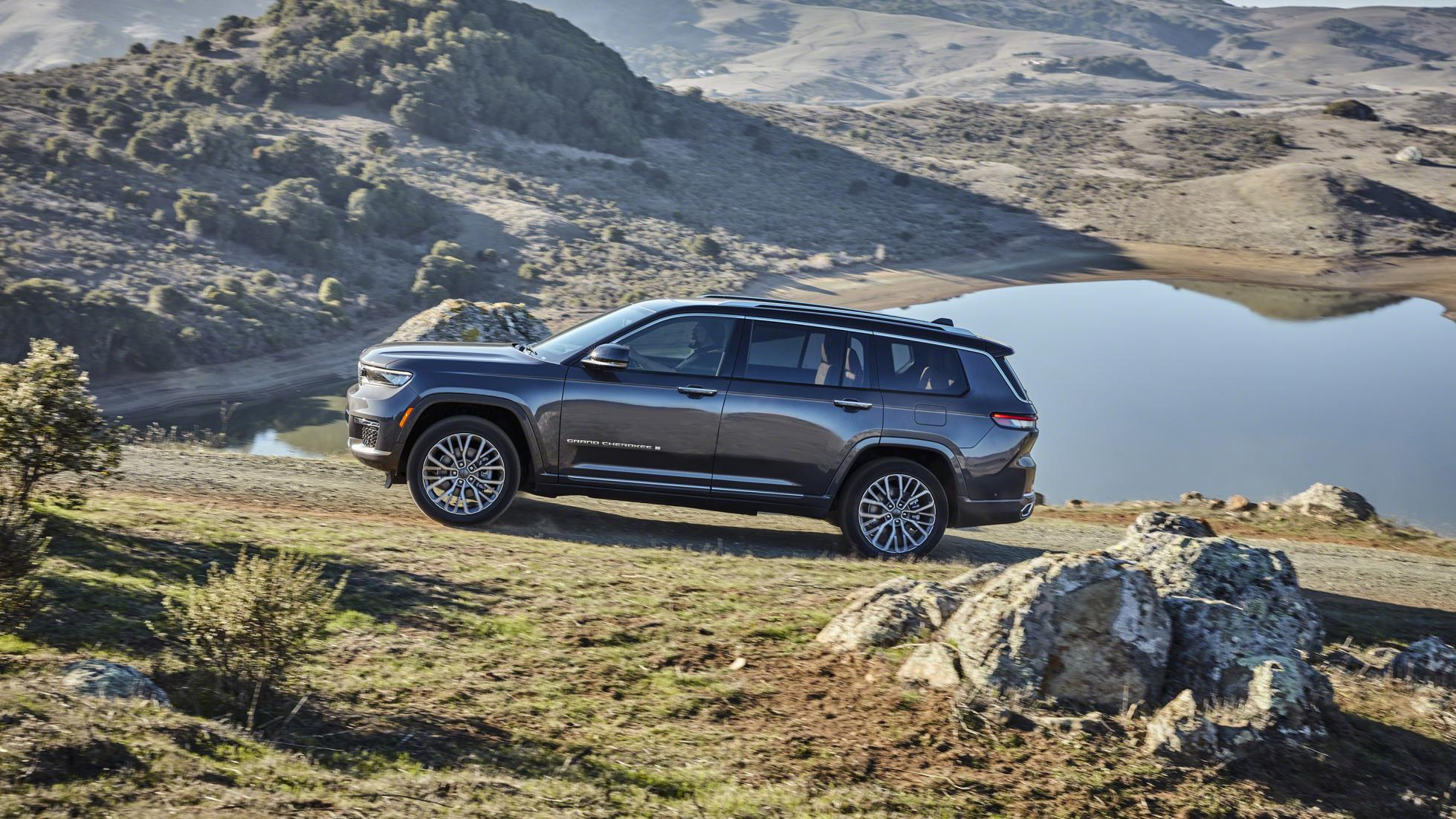 The Jeep Grand Cherokee L outdoors