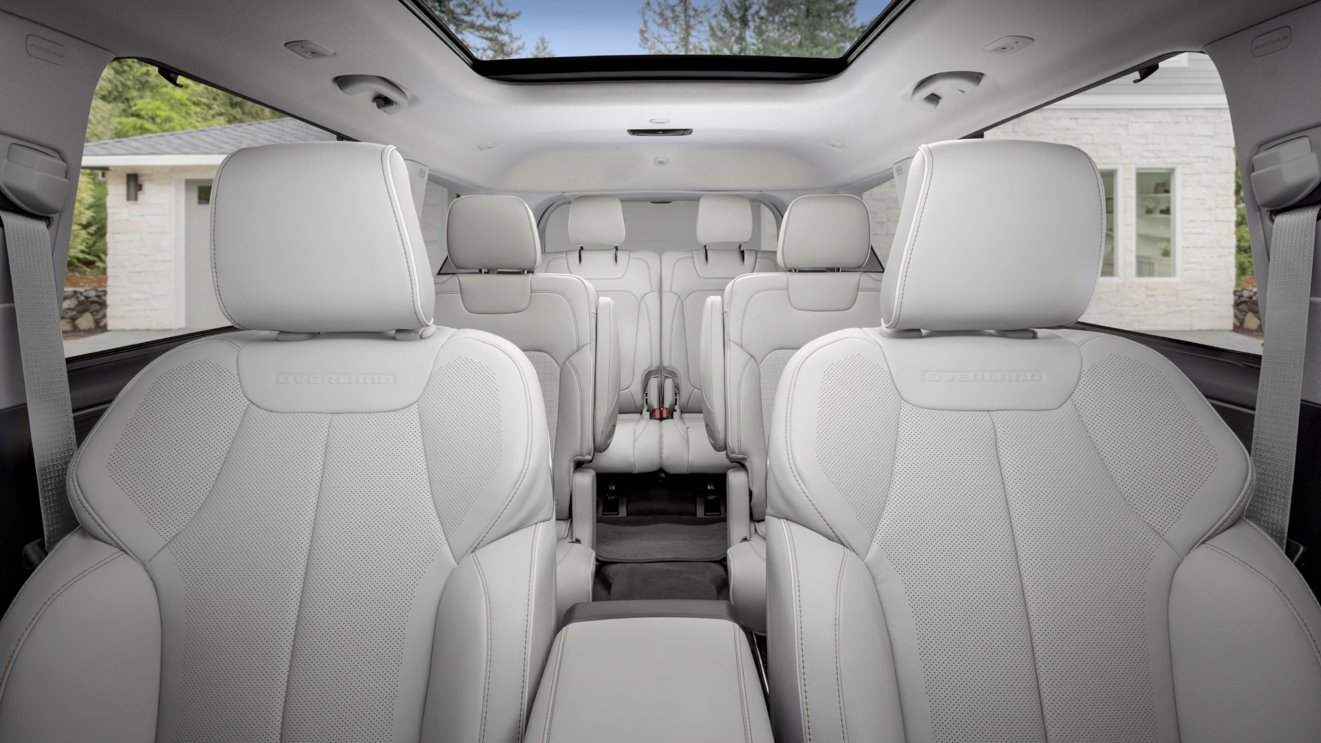 The Jeep Grand Cherokee L passenger seats