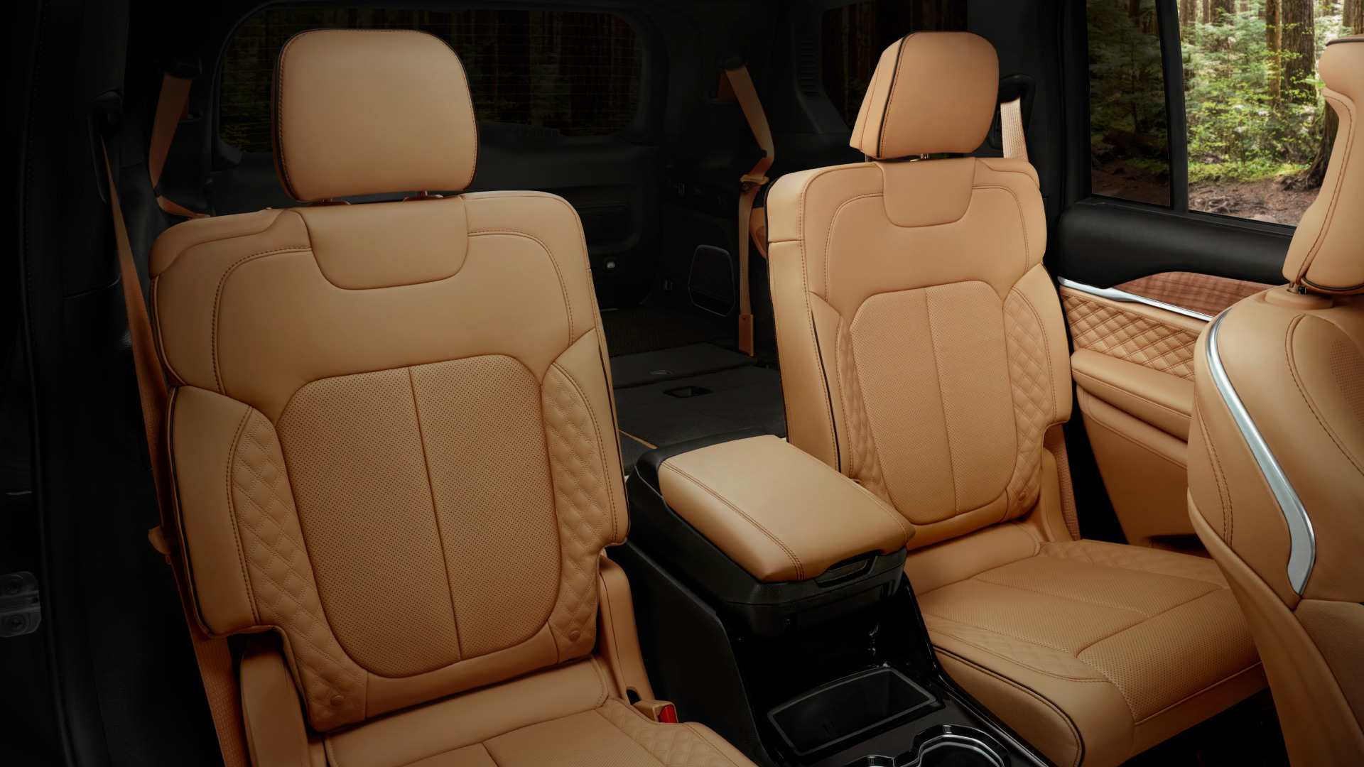 The Jeep Grand Cherokee L backseat