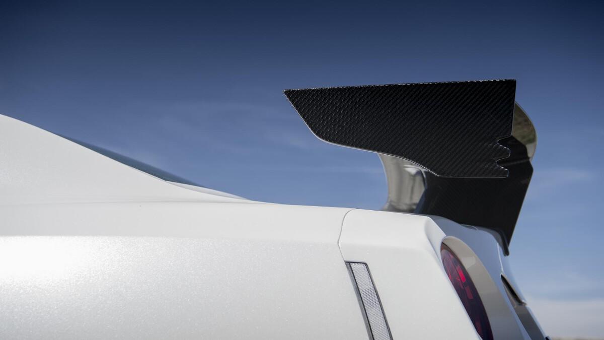 Nissan GT-R Nismo spoiler detail