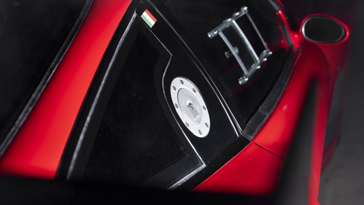 The Ferrari 575 - Fuel Cap