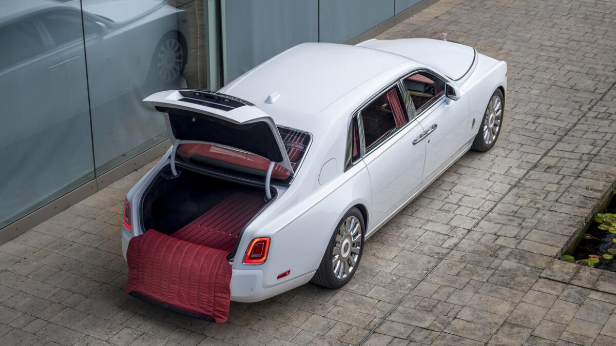 Rolls-Royce Arctic White and Hotspur Red Phantom