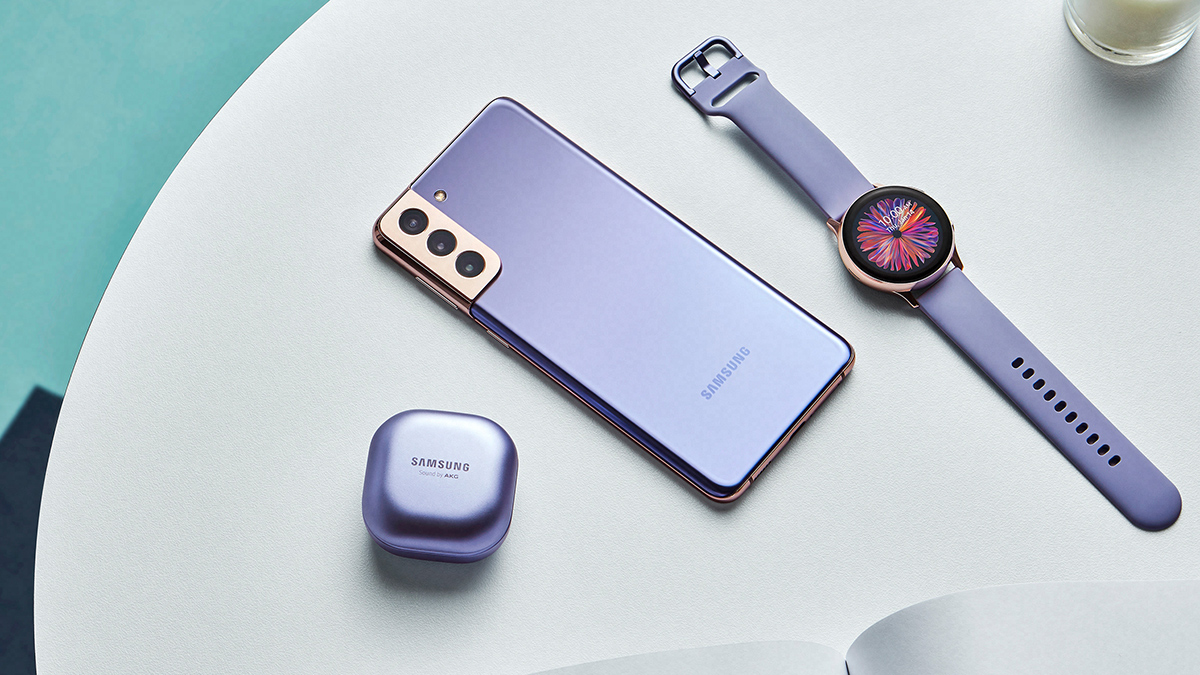 The Samsung Galaxy S21 in Phantom Violet