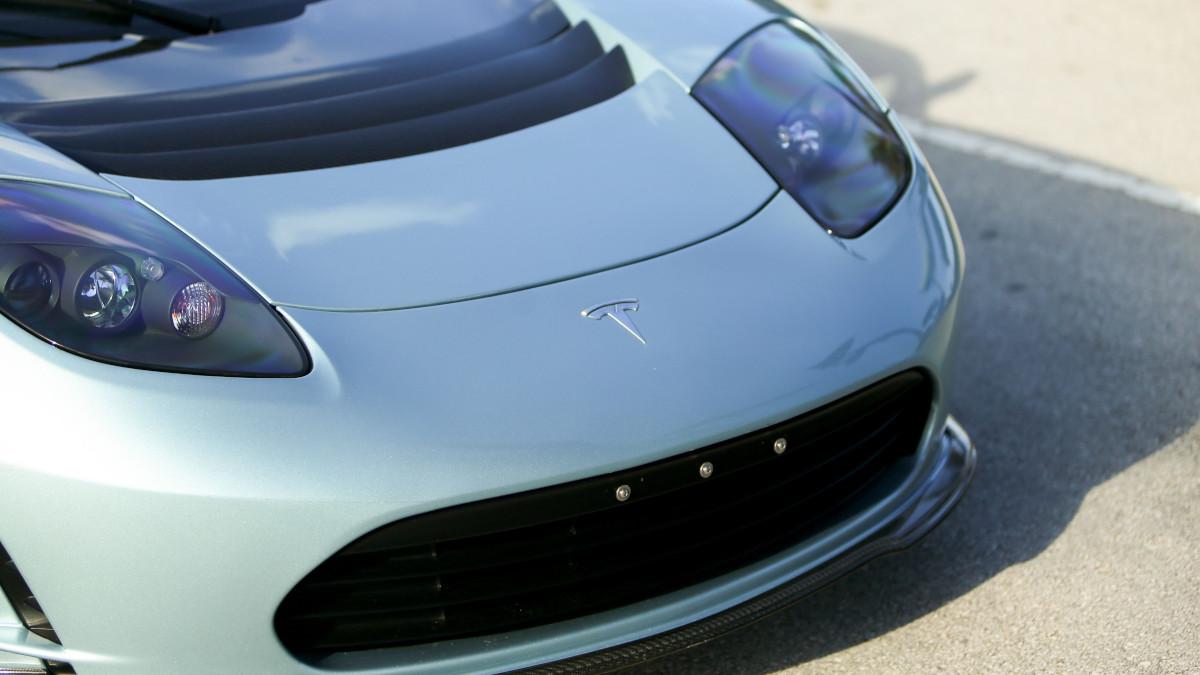 Tesla R80 Roadster - Front
