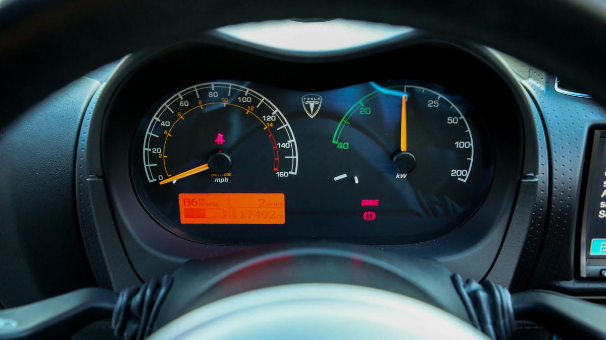 Tesla R80 Roadster  - Odometers
