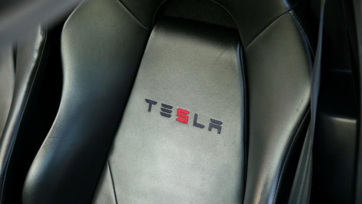Tesla R80 Roadster  - Seat Detail