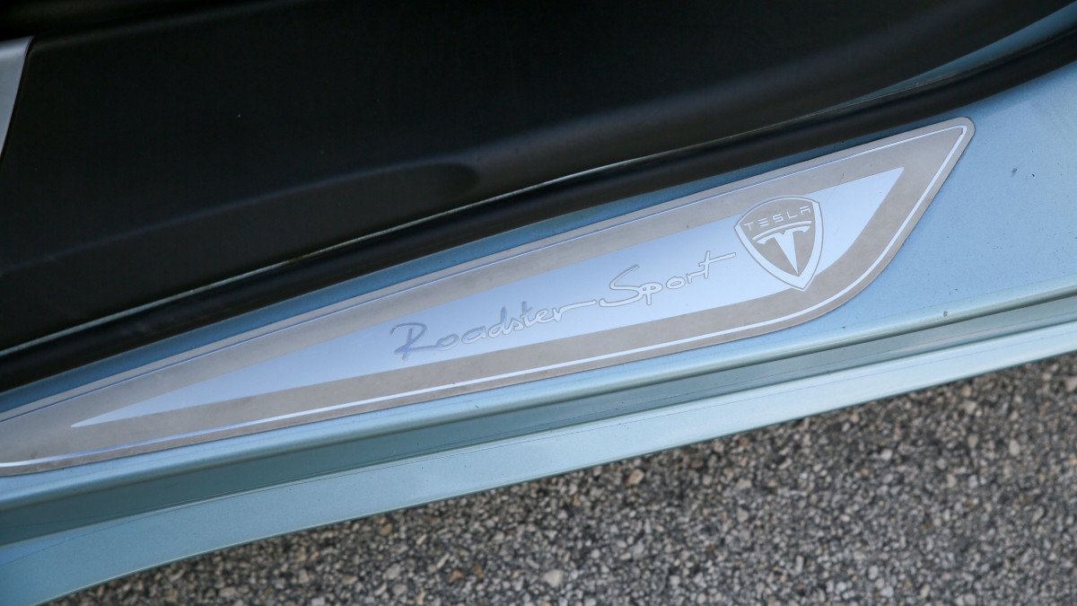 Tesla R80 Roadster  - Door Detail