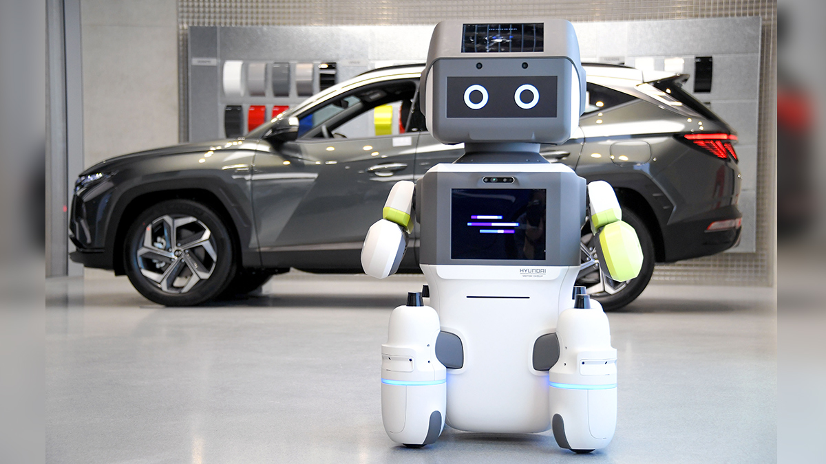 Hyundai Uses Customer Service Robot