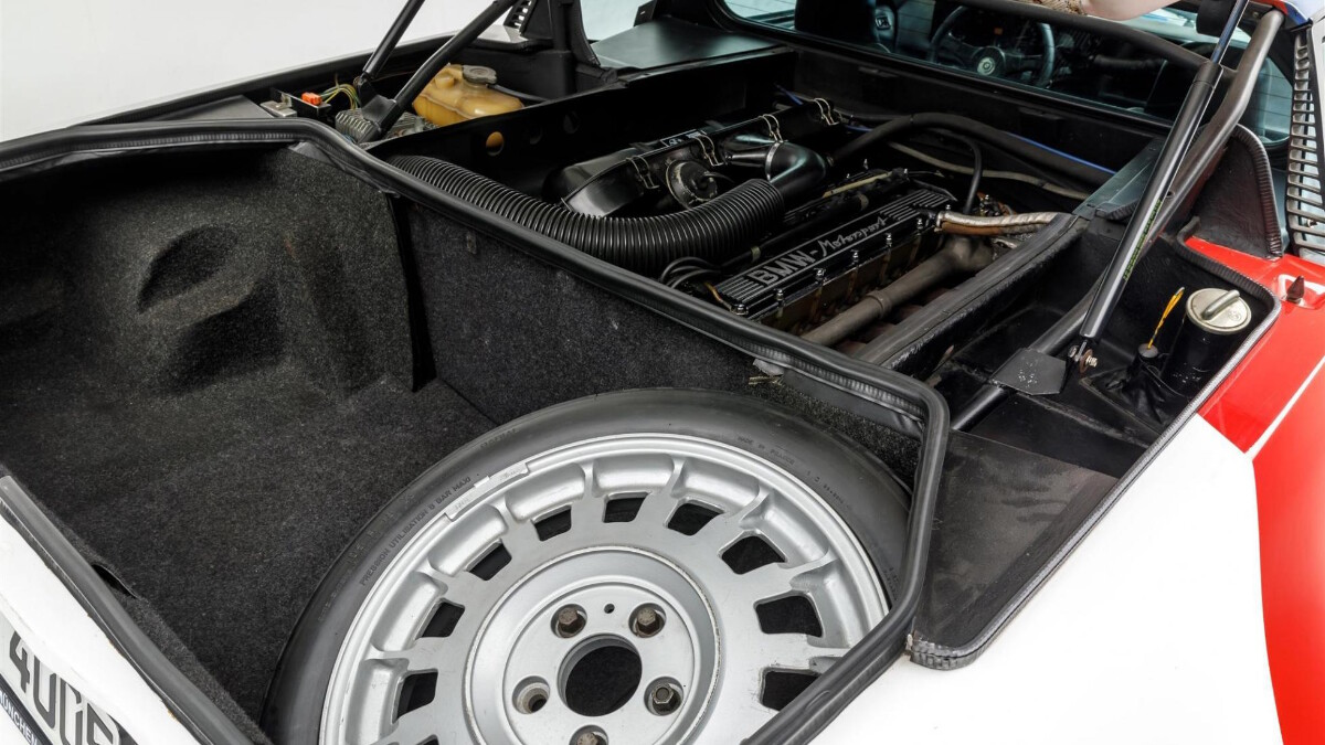 Paul Walker's BMW M1 -  Spare Tire Compartment and Engine