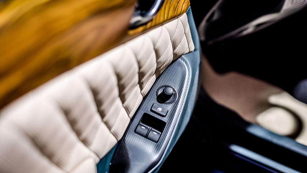 Hurtan Grand Albaycín - Car Door Controls