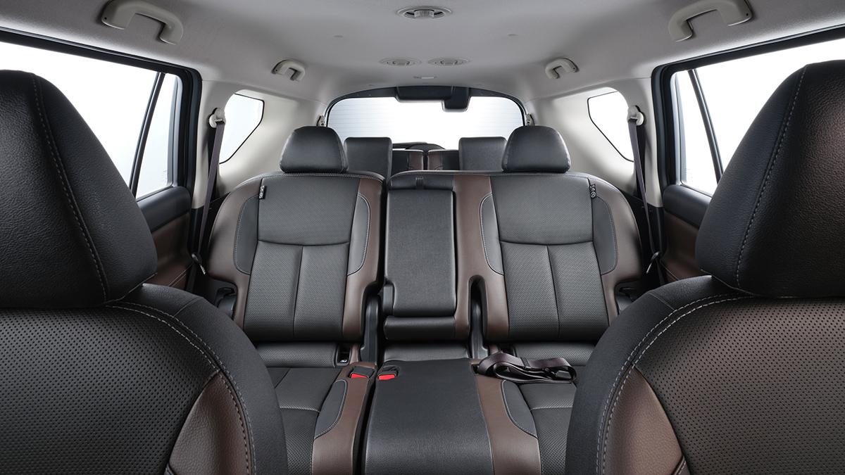 Nissan Terra VL - Front POV of Passengers' Seat