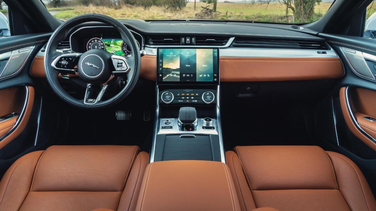 Jaguar XF P300 R-Dynamic - Interior