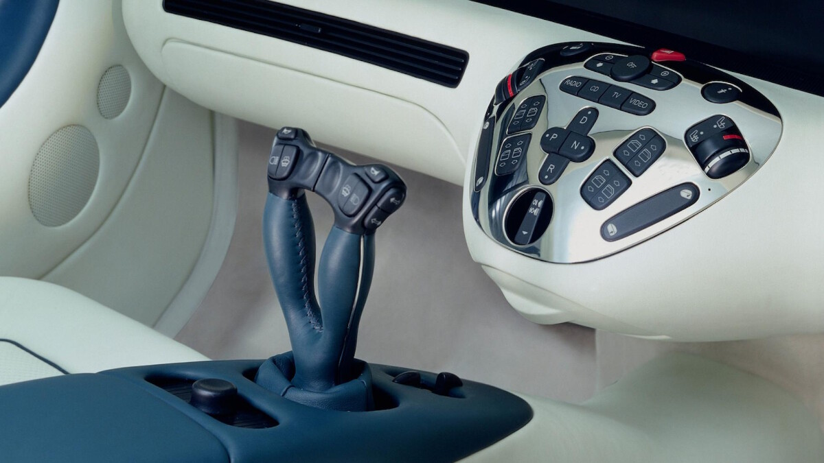 The Mercedes-Benz F200 Imagination dashboard center console and stick