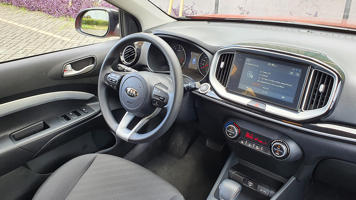 The Kia Stonic - Steering Wheel and Dashboard Features
