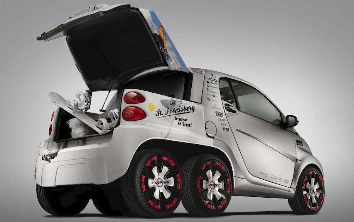 The Rinspeed Dock+Go with the rear trunk open