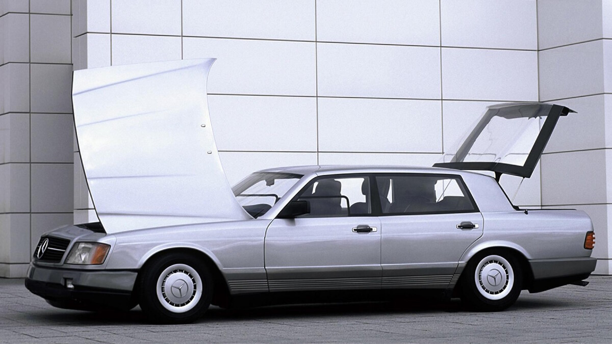 The Mercedes-Benz Auto 2000 Concept hood and rear trunk opened