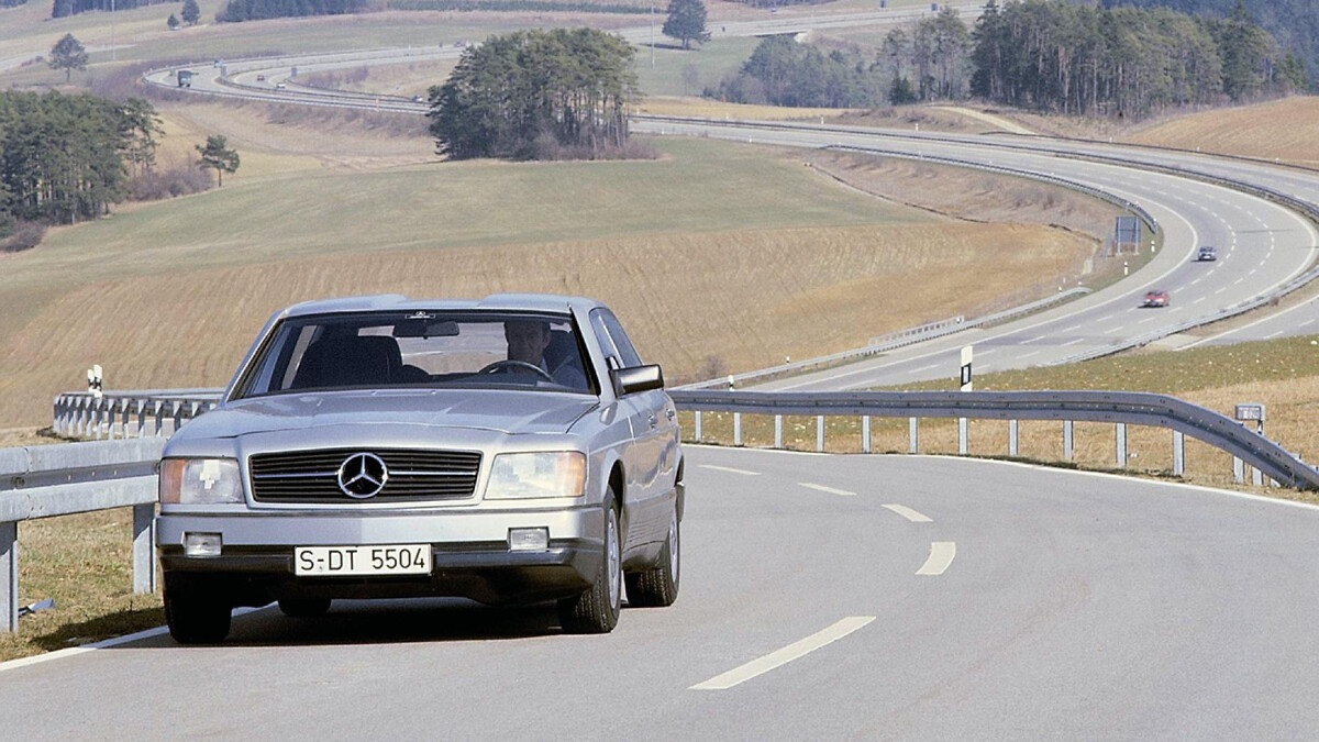 The Mercedes-Benz Auto 2000 Concept fron view on the road