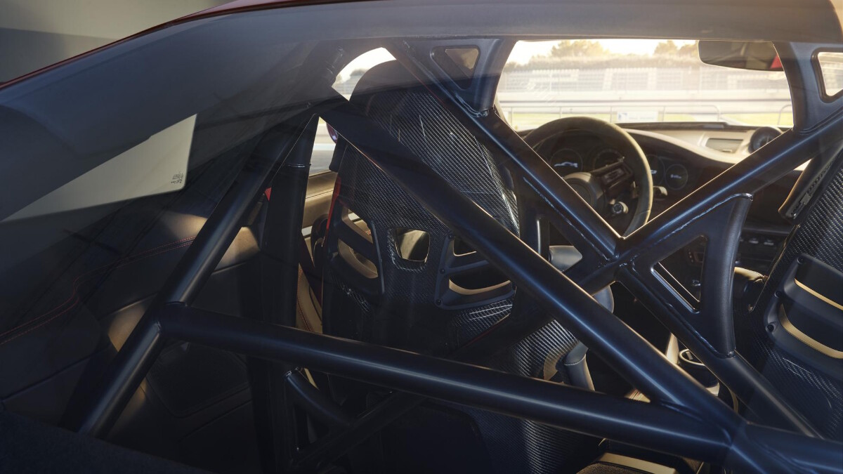 Porsche 911 GT3 interior view from the back glass