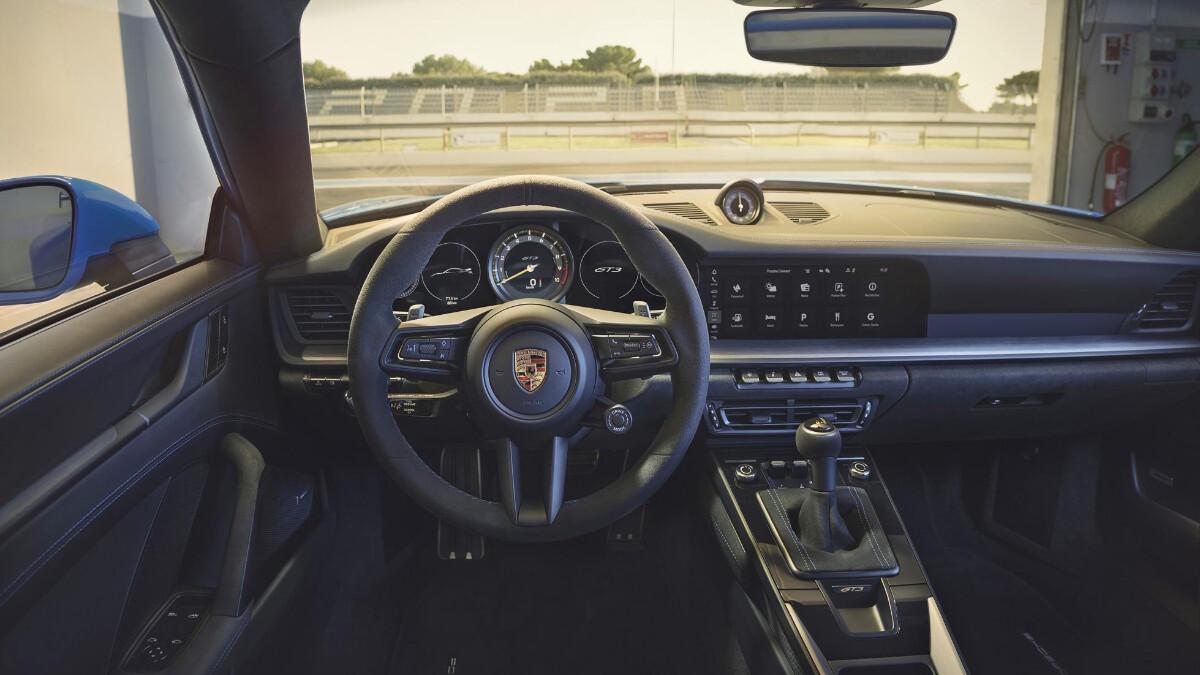 Porsche 911 GT3 steering wheel and dashboard