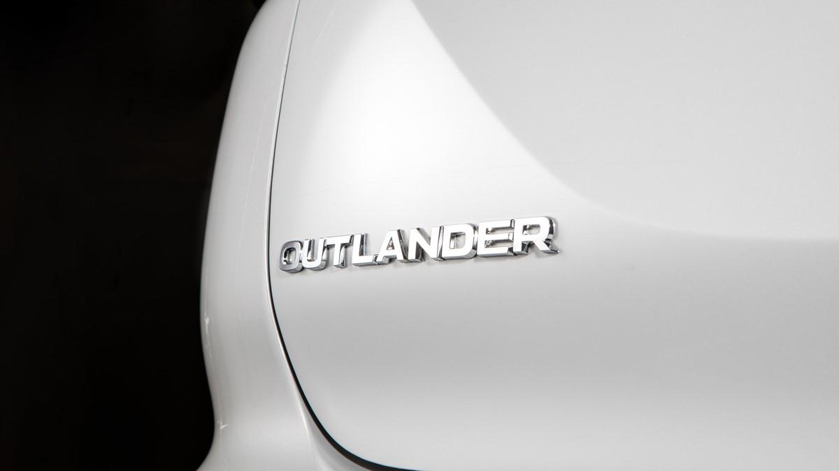 Mitsubishi Outlander emblem