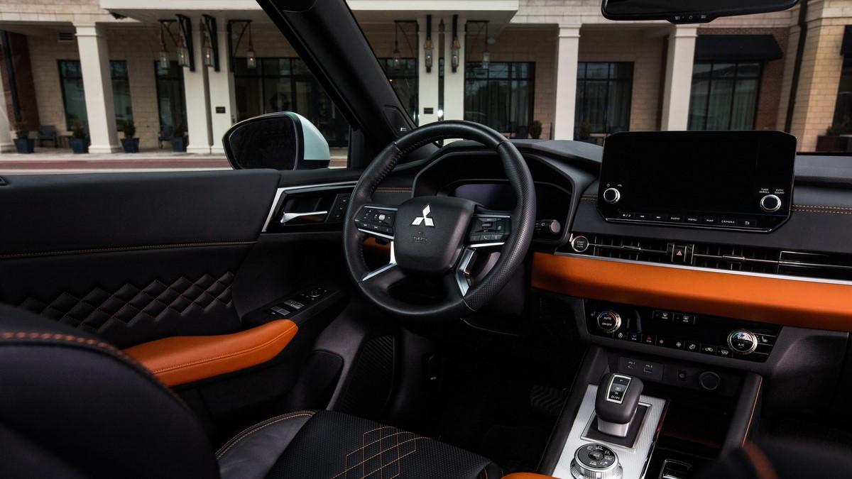 Mitsubishi Outlander driver-side interior details