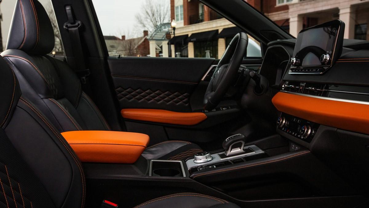 Mitsubishi Outlander driver-side interior, alternative angle