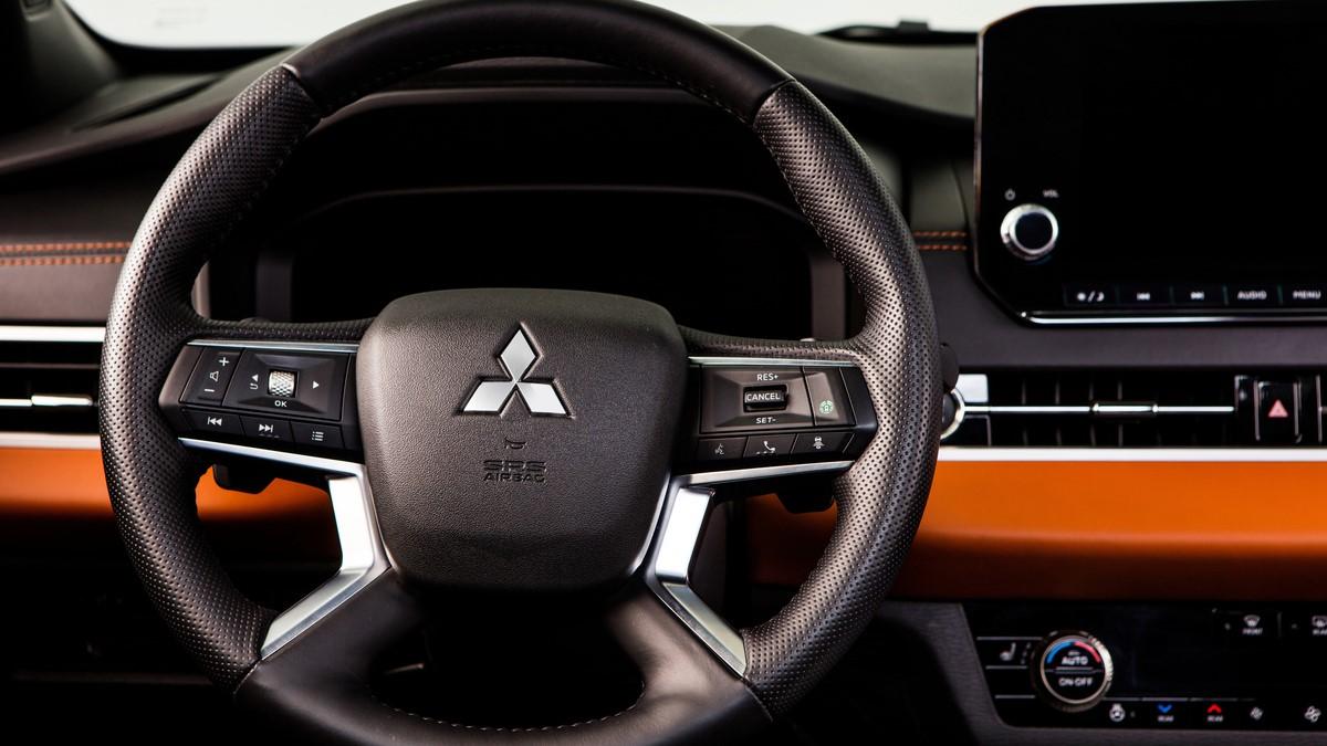 Mitsubishi Outlander steering wheel up close