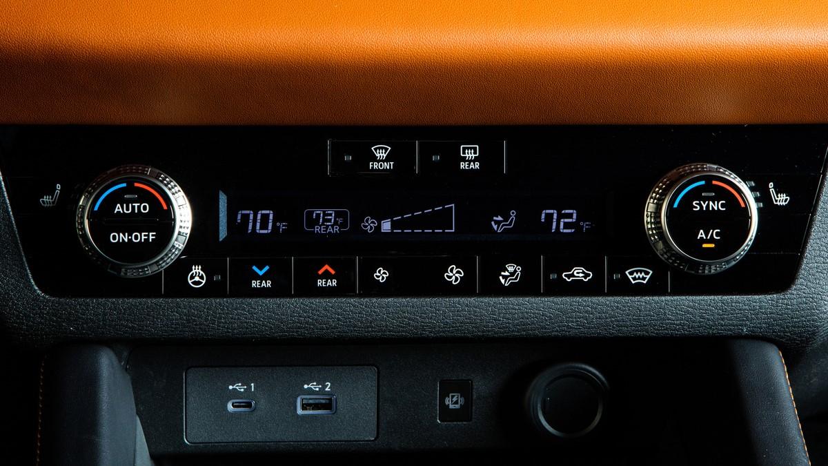 Mitsubishi Outlander dashboard control panel
