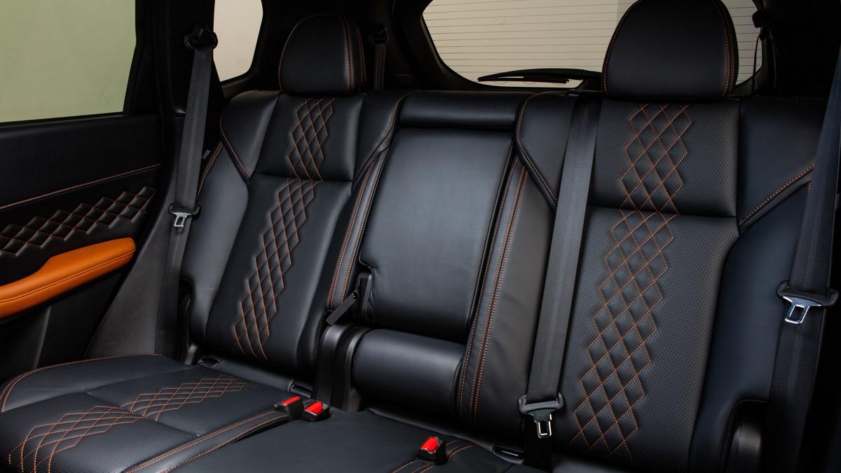 Mitsubishi Outlander mid passenger seats