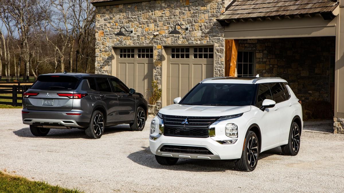 Mitsubishi Outlander black and grey