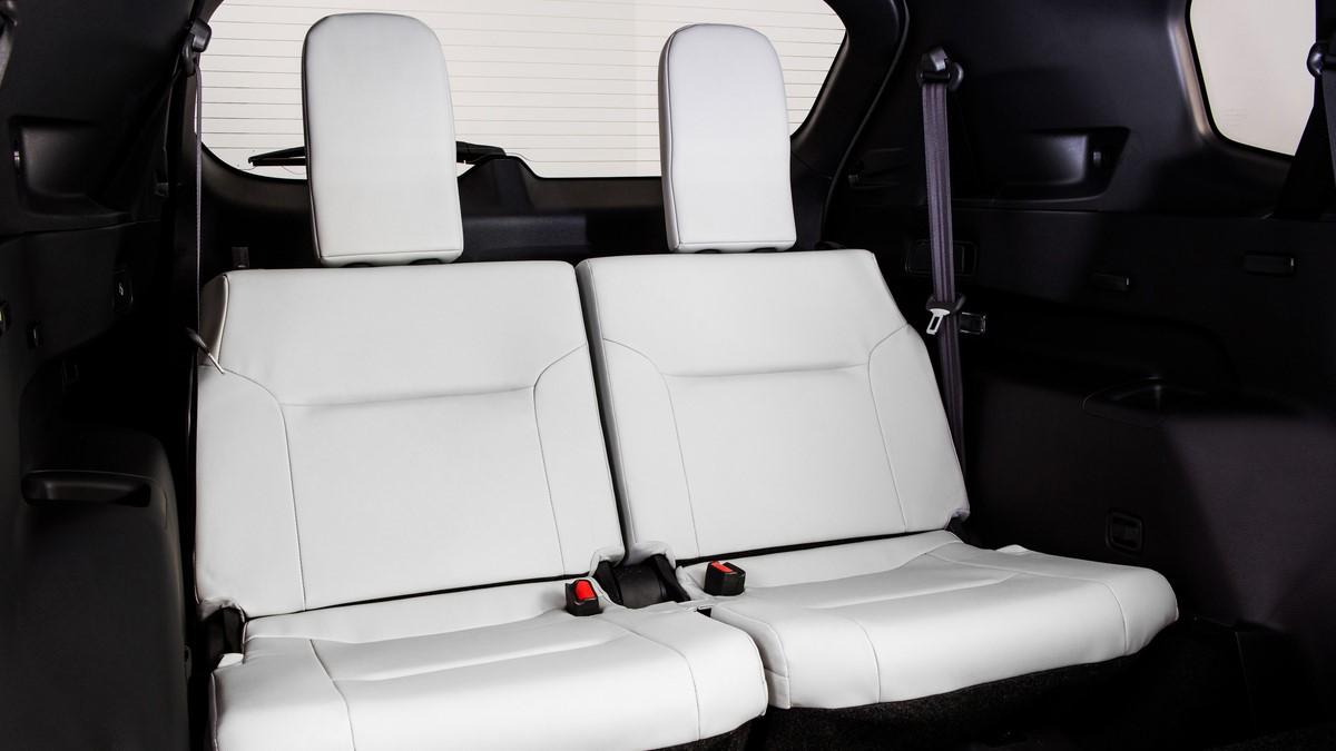 Mitsubishi Outlander white rear passenger seat