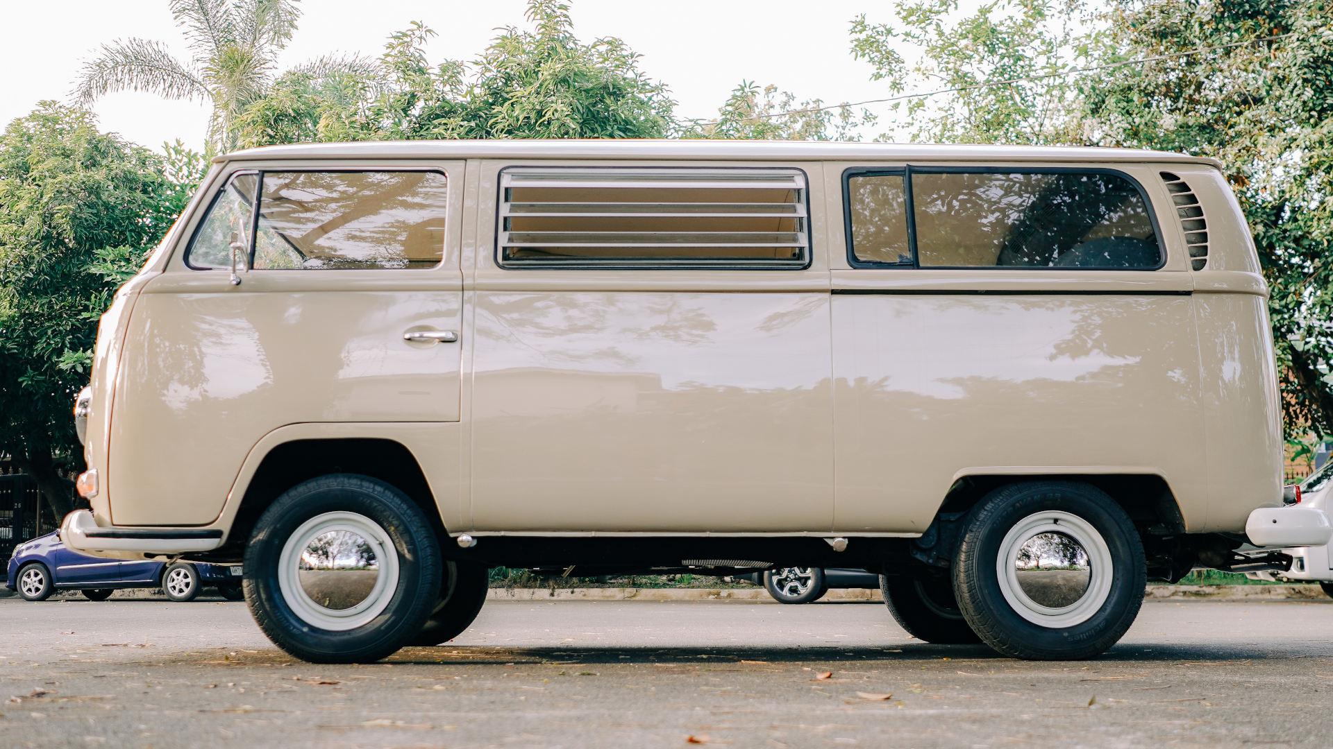 Volkswagen Type 2 alternative side view