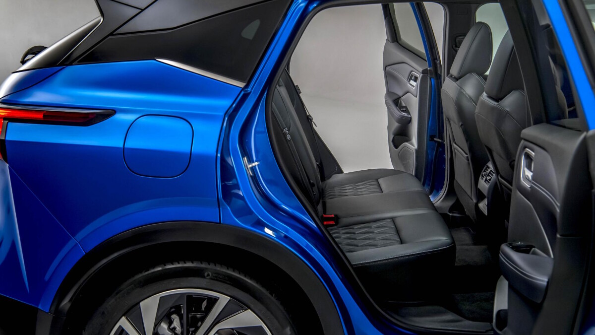 The Nissan Qashqai rear passenger seats from the outside