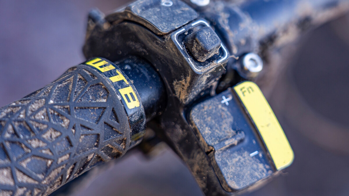 The Greyp G6 e-MTB controls from the handlebar